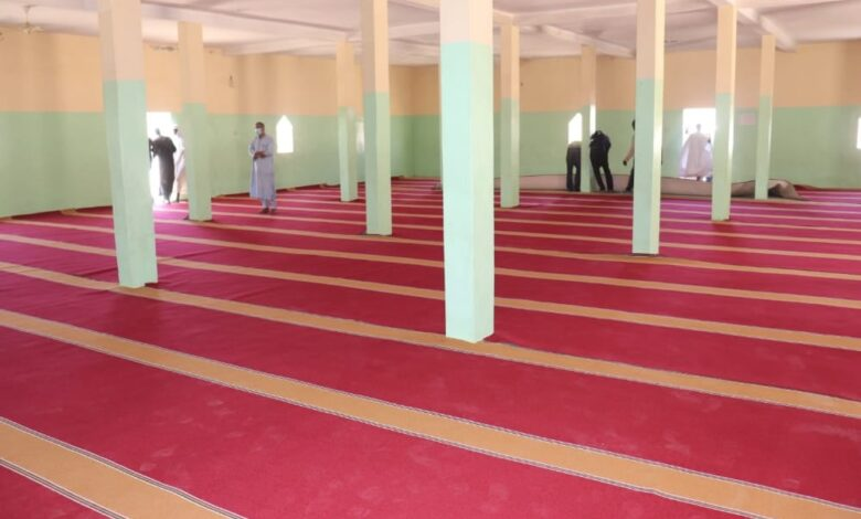 صورة بلدية عرفات تطلق عمليتها السنوية لتفريش المساجد