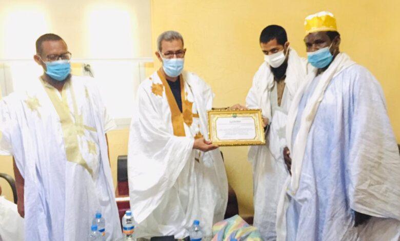 صورة تجمع الأئمة للإرشاد والسلم يكرم عمدة عرفات